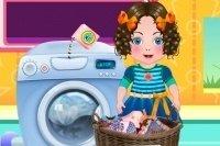Daria lave des vêtements
